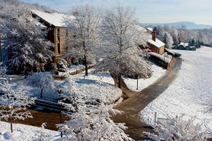 Picture of a snowy day on the JMU campus